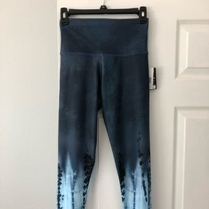 Onzie tie dye fitness leggings NEW